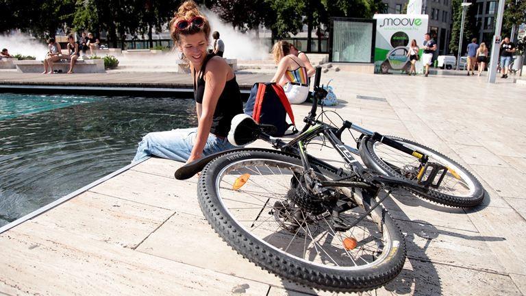 Vagányak, szépek, sikkesek: bringás csajok Budapest utcáiról