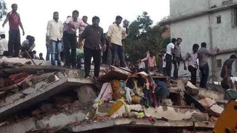 Leomlott egy 13 emeletes ház Indiában, sok halott