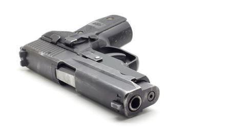 Durva! Éles fegyverrel járhatnak suliba a diákok