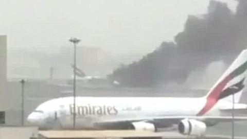 Lángokban áll egy utasszállító gép
