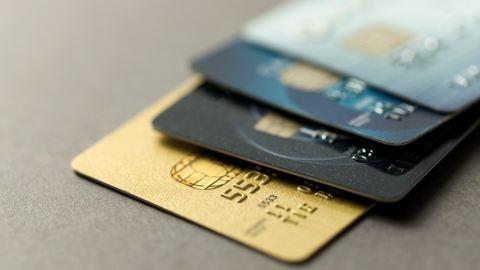 Nélkülözhetetlen bankkártyás tudnivalók, ha külföldre utazol
