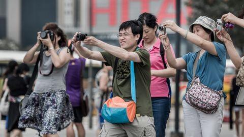 Menekültek közé zártak egy turistát