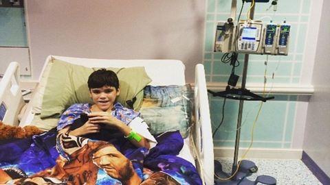 Letartóztatták a nőt, aki éheztette 13 éves fiát, mert azt hitte, halálos beteg