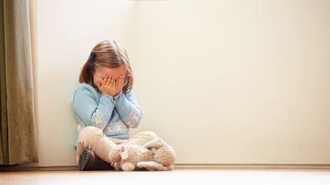 4 éves kislánya szeme láttára lett öngyilkos az anya