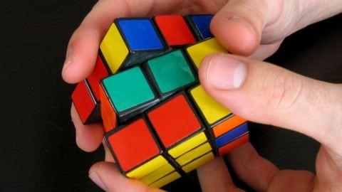 Rubik kocka kontra Bolt 100 méteren