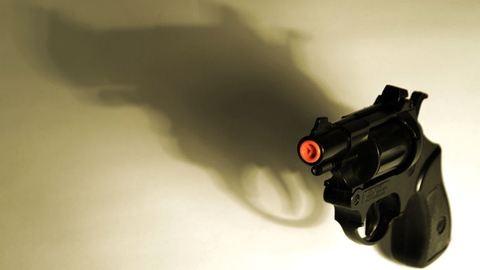 Fegyverutánzattal támadott a nő, földre vitték a rendőrök