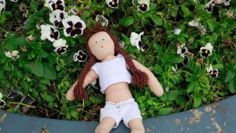 Bezacskózott csecsemőt találtak a tinik