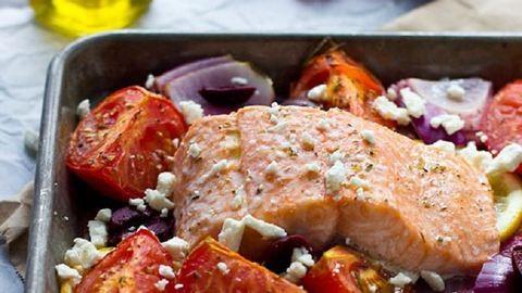 Így készítsd el a lazacot görög módra!