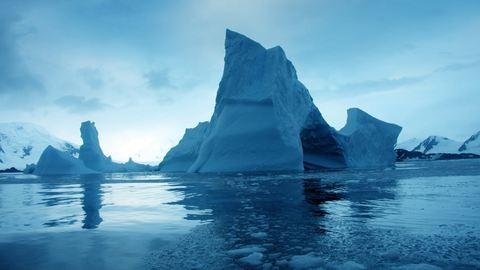 Aggasztó kék foltok jelentek meg a Déli-sark jegén – fotó