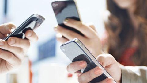 Ezért okoznak függőséget az okostelefonok
