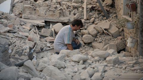 Friss képek a szörnyű olaszországi földrengésről