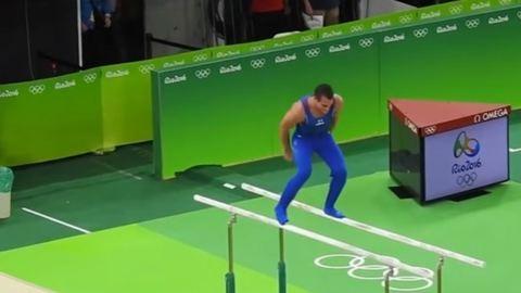 Levetkőztek a tornászolimpikonok gyakorlat közben – videó