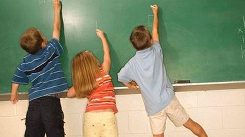 Tanévkezdés: 735 ezer gyermek juthat ingyen tankönyvhöz