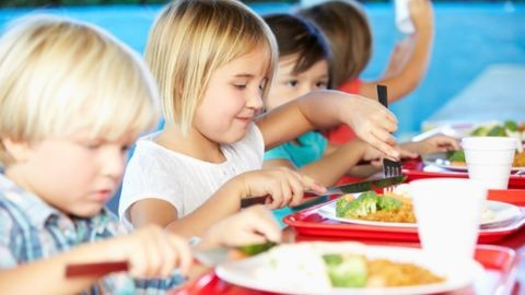 Közétkeztetés: ismét sózhatnak a gyerekek a menzán