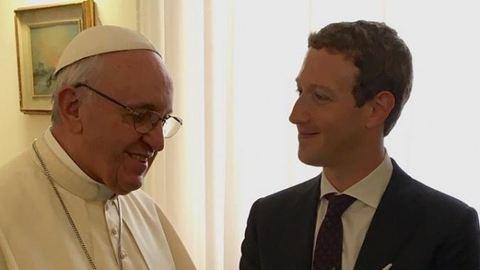 Erről beszélgetett Mark Zuckerberg és Ferenc pápa