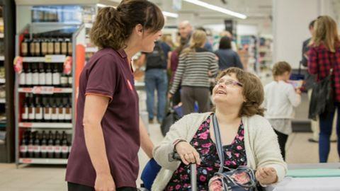 """""""Lassú délutánokkal"""" kedvez az idős és sérült vásárlóknak egy szupermarket"""
