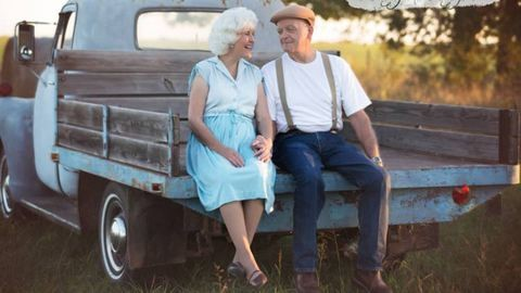 Szerelmünk lapjai inspirálta fotósorozattal ünnepelték házasságuk 57 évét