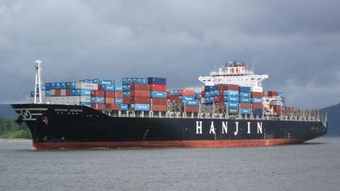 Csődbe ment cég hajóján hánykolódik egy brit művész