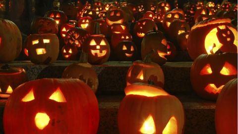 Mit ünneplünk halloweenkor?