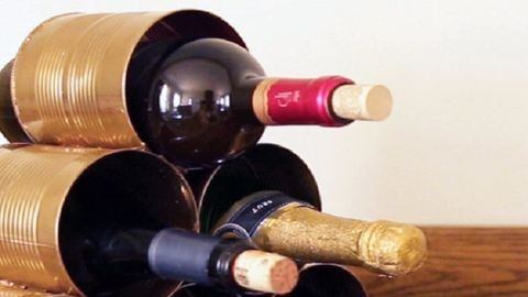Ezt az exkluzívnak kinéző bortartót valójában fillérekből elkészítheted – videó