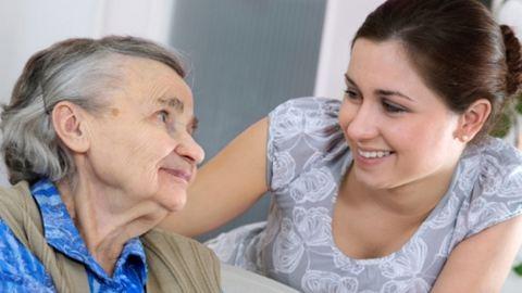 Így bánnak a különféle kultúrákban az idősekkel