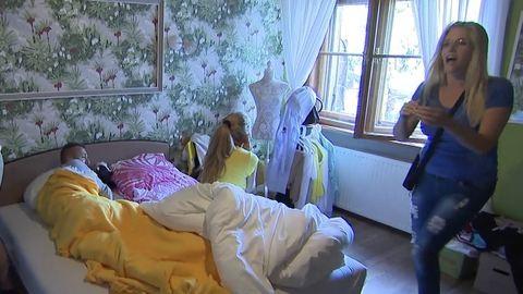 Peller Anna ébresztőjétől kiesel az ágyból