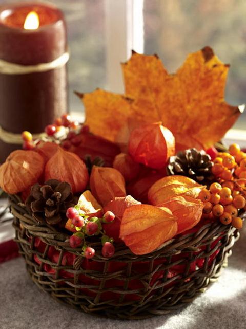 Fogj egy fonott kosarat és rakd tele őszi levelekkel, termésekkel. Akár bejárati ajtó mellé dísznek, akár a teraszra csodás őszi dekoráció.
