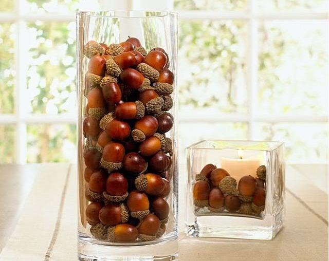 Egy neked tetsző vázába rakj makkokat vagy diót, mogyoró szemeket és már kész is vagy az őszi dekorral. Jól mutat, igaz?