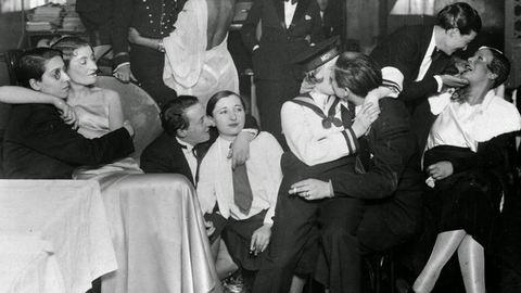 Nézz be Párizs híres leszbikus bárjába, a Monokliba!