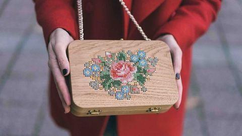 Menő, fából készült táskák izgalmas részletekkel – fotók