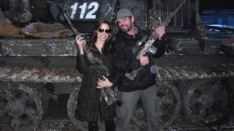 A magyar fegyvermester, aki Angelina Jolie kezébe puskát adott