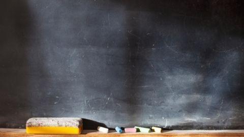 Óriási butaság miatt hiányzik 800 tanár az iskolákból
