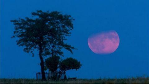 Ilyen misztikus volt a félárnyékos holdfogyatkozás Magyarországon