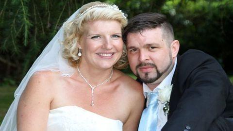 20 évig kereste a fiút nyári románcából – most összeházasodtak