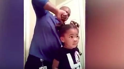 Tündéri videó: kislánya fodrásza lett az apuka