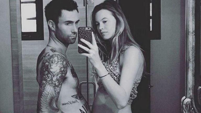 Megszületett Adam Levine és Behati Prinsloo kislánya