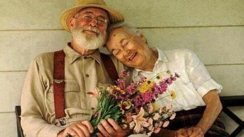 Tovább élnek a férfiak, akik okos nőt vesznek feleségül