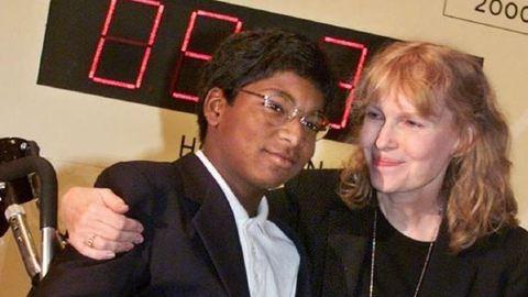 Öngyilkos lett Mia Farrow 27 éves fia, Thaddeus