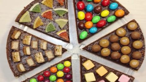 A csokifüggők bolondulni fognak a csupacsoki pizzáért – videó