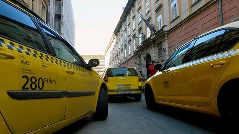 Kifosztotta utasát a budapesti taxis