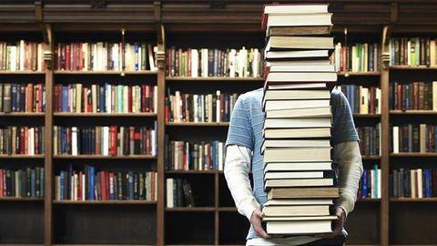 Keresik az ország legsármosabb könyvtárosát