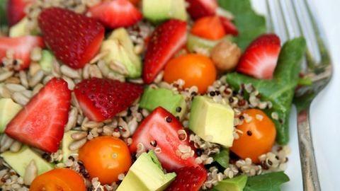 Ezt az 5 dolgot add a salátádhoz, és tuti nem éhezel meg vacsoráig