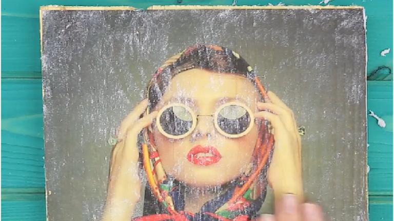 Elképesztő DIY-trükk: varázsold a fotóidat fatáblákra!