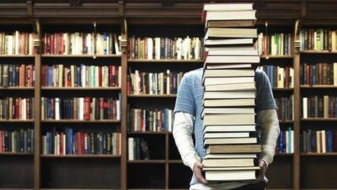 Megvan! Ő az ország legsármosabb könyvtárosa