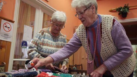 """""""Ha nem köthetnék, megőrülnék!"""" – két idős hölgy, akik sosem vesztik el a fonalat"""