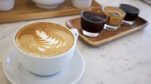 Tényleg be lehet rúgni a kávétól?