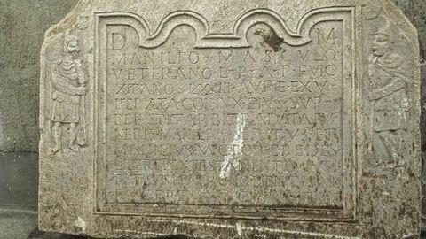 1 tonnás római kori sírkövet lopott