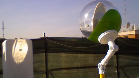 Ez a környezetbarát kristálygömb-robot napfényt vihet az otthonokba