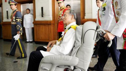 Meghalt a thai király