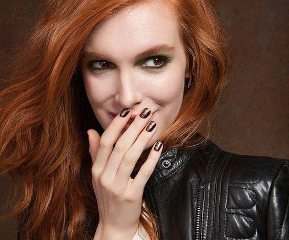 Vörösek és szőkék – ezek a ti színeitek – sminkek és körömlakkok